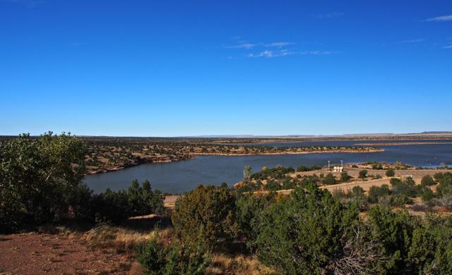 Quiet beauty of a high desert lake
